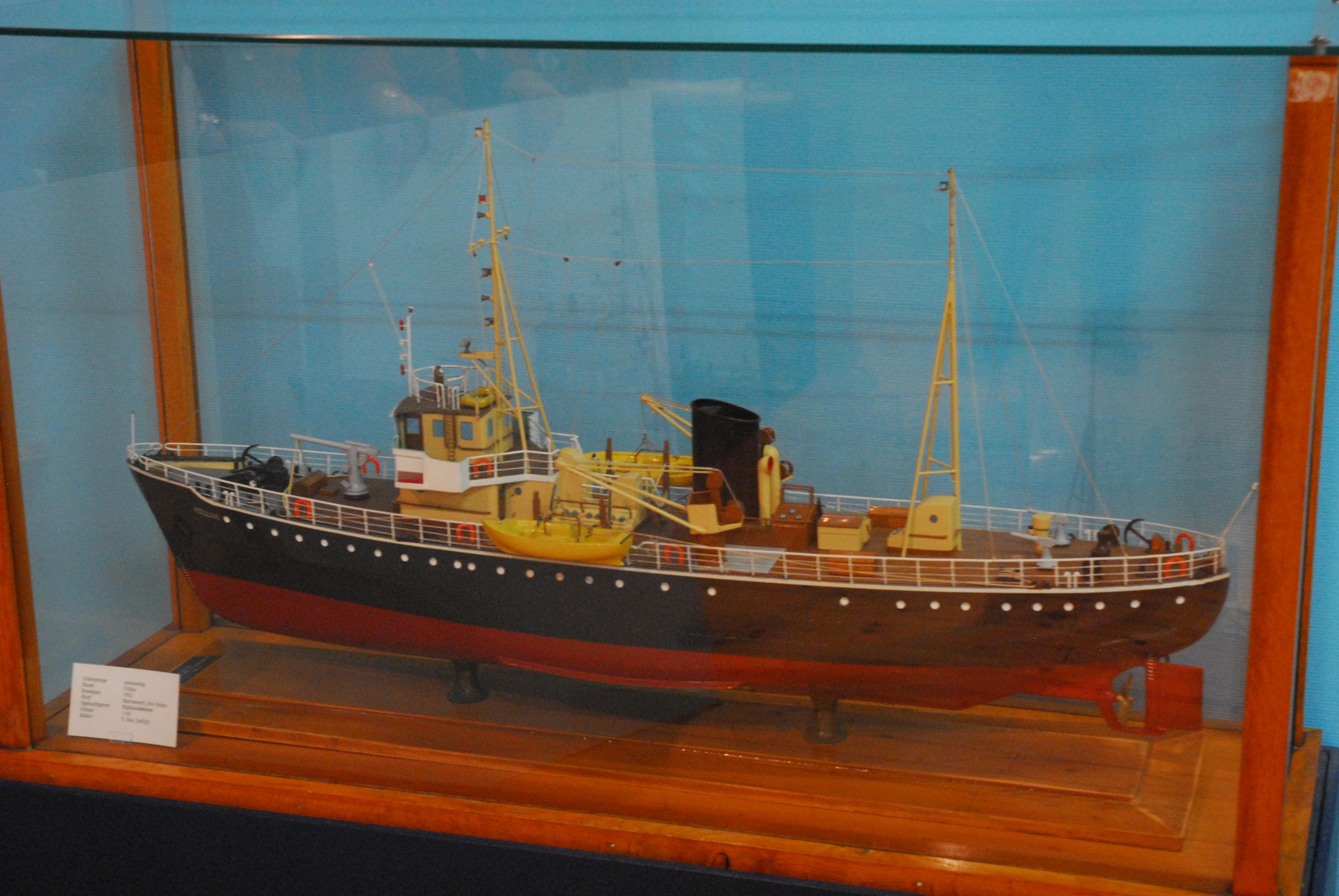 motorschip Pollux, stalen motor loodsboot Pollux bouwjaar 1952