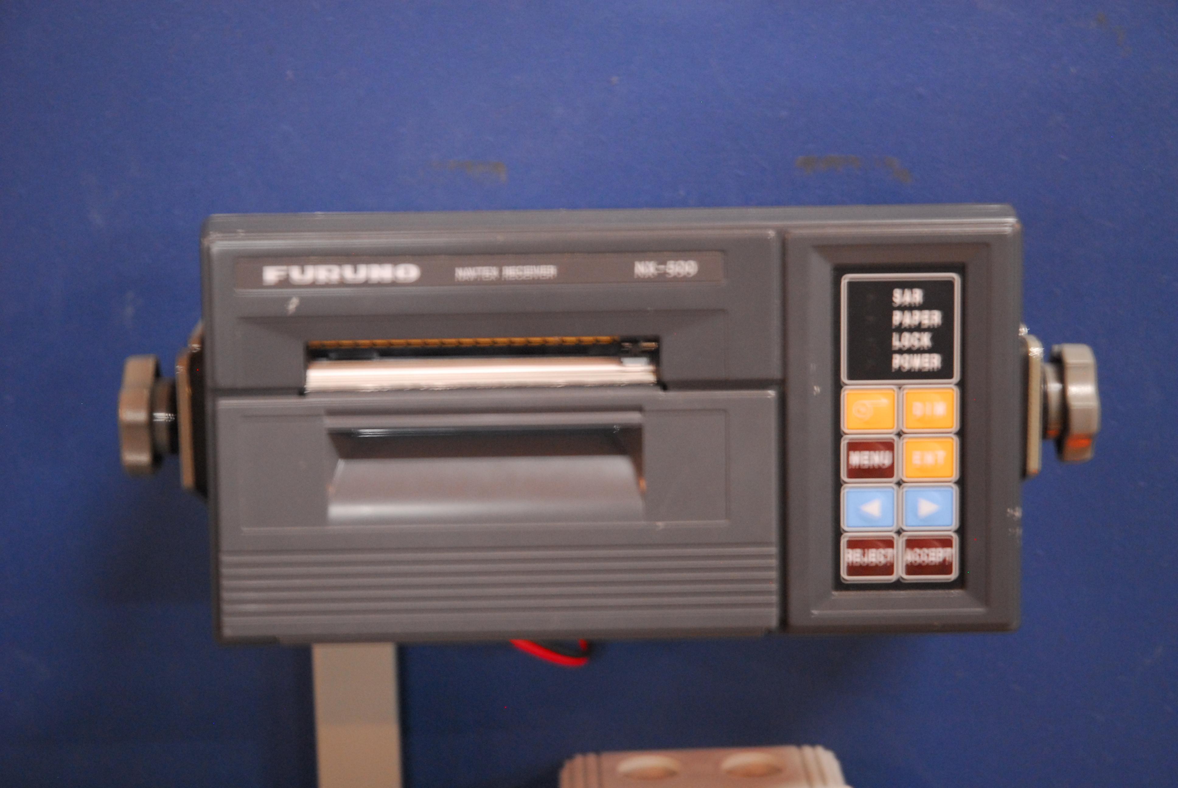 navtex ontvanger, model NX-500, serienr. 8522-8126